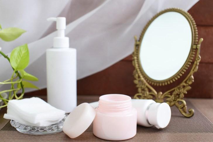 顔の乾燥対策の化粧品の画像