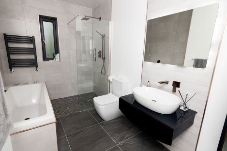 MAIN-BATHROOM-1