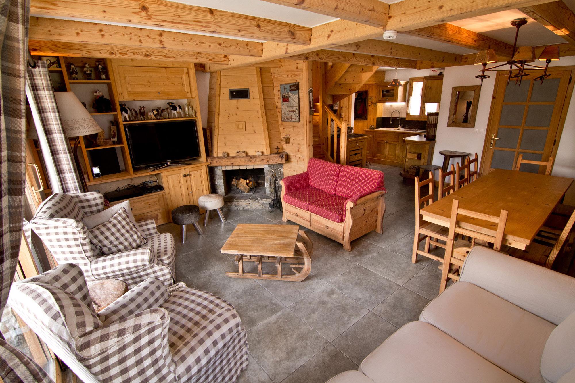 Luxury Chalet Saint Pères' living area with log fire