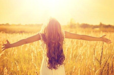 bigstock-Autumn-Girl-enjoying-nature-on-71045254-min