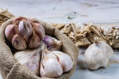 33 Surprising Health Benefits of Garlic