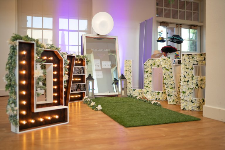 Mooie design photobooths huren in België & Nederland