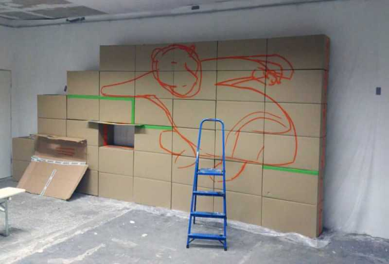 Painting of basic contour-indoor graffiti