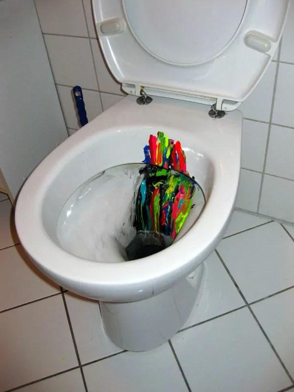 Inspirationsfluss-Brainstorming-Kloschüssel- Art-Objekt-Ostap-2013