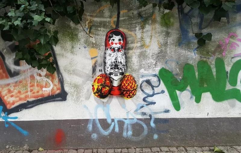 Matroschka-Eier-stencil-street-art-ostap artist-Berlin-2017