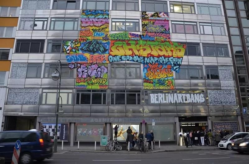 Selfmadecrew-live taping-making-off Klebeband-Kunst-The-Haus-Berlin