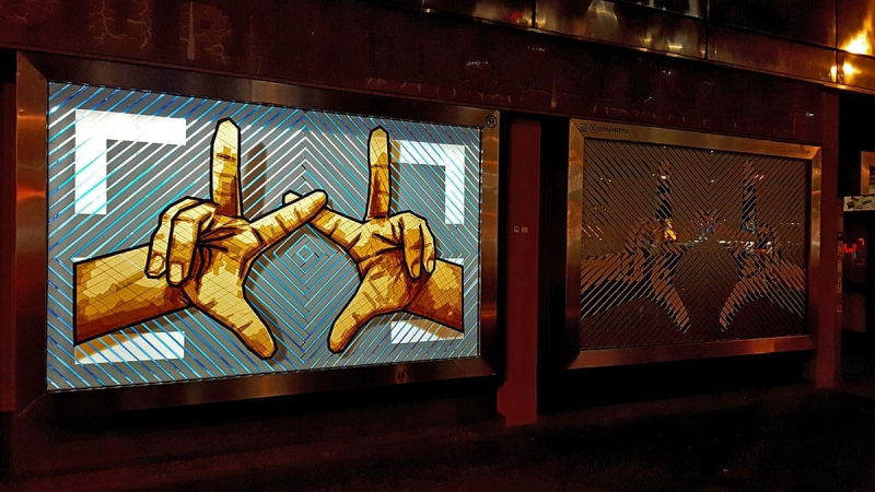 The Hände-The haus Projekt- Packband und Gewebeband-Street Art- Nachtansicht