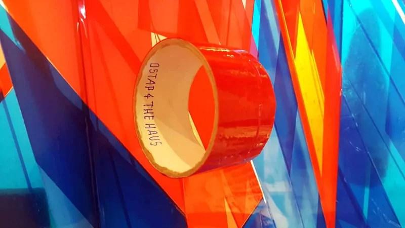 The Klebebandrolle-The Haus Ausstellung-Nahaufnahme