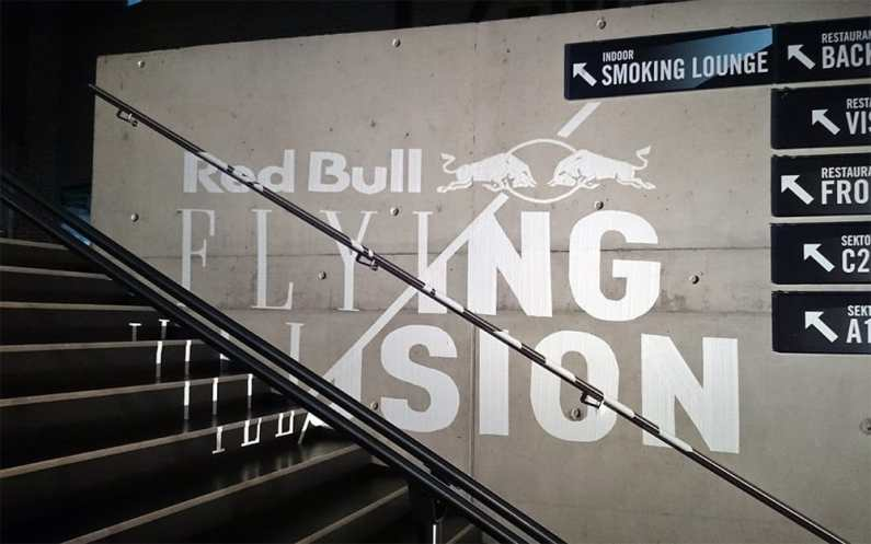 Tape-Art für Red Bull bei Flying Illusion Show 4