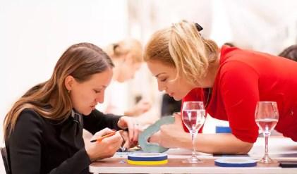 Kunst verbindet- Teamwork Hand in Hand