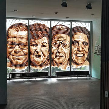Vier Tape Porträts-Street Art Bülowstr- Urban Nation- Miniaturbild