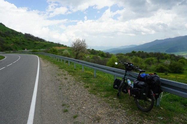 Start of the descent on the Tsalka road into Tbilisi
