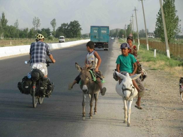 Heading towards Guzar, Uzbekistan. Photo credit: R. Holtman