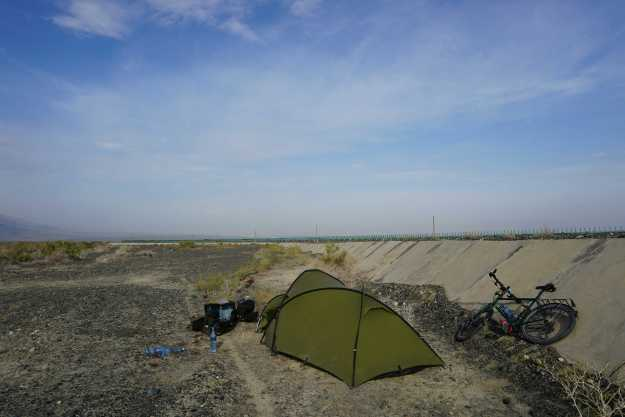 Camping in the wasteland left over after the construction of the G33 highway