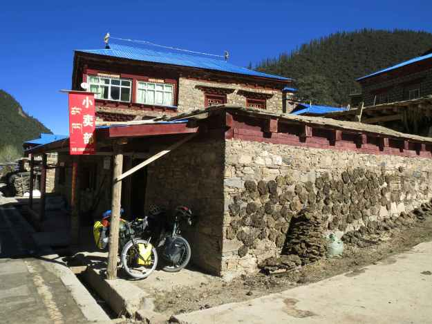 Another noodle stop on the way up the pass to Litang.