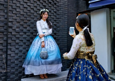 Wearing hankbok (traditional clothes) is a popular pastime in Korea.