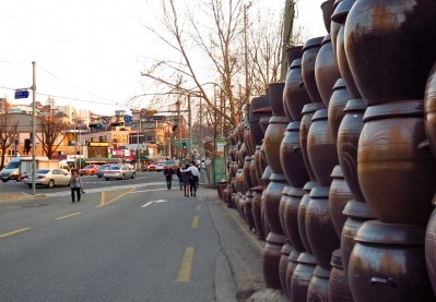 Kimchi-making urns for sale in Seoul.