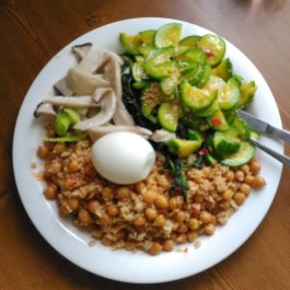 My home-cooked lunchtime staple. I virtually lived off brown rice, chickpeas, vegetables and hard-boiled eggs the whole time I was in SK. I self-catered 95% of the time in South Korea, mostly to make sure I could eat food I enjoyed, but also to save money.