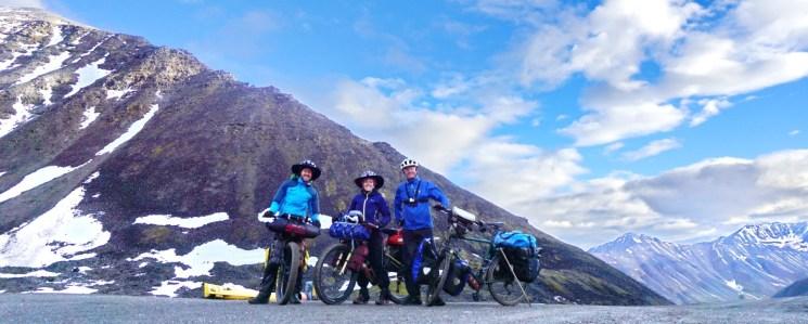 Finally at the summit of the Atigun Pass (1,444m, 68°N)