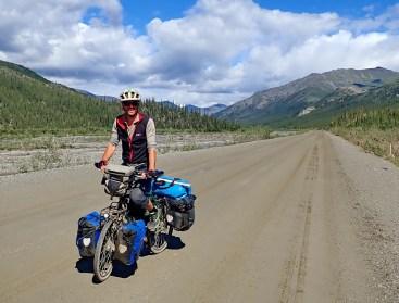 Faster miles south of the Atigun Pass. Photo: A.Hughes