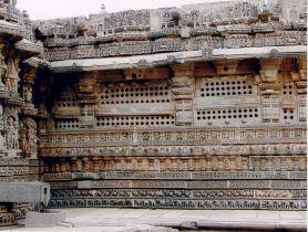 800px-Wall_Decoration_at_Kesava_Temple_in_Somanathapura_retouched