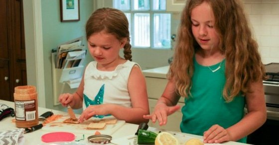 kids making their school lunches