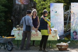 Karine Fleth et Claire Chanut au stand des femmes semencières