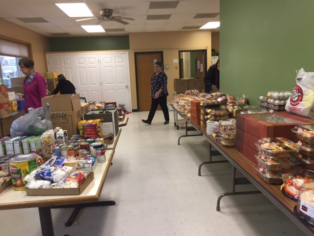 photo of Thanksgiving food giveaway