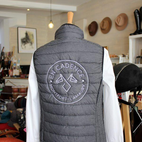 En Cadence Sellerie Doudoune Sans Manches Femme Brodée Logo