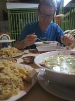 Caldo de gallina y arroz chaufa
