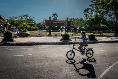 Visite cyclo à Sukothai : Noé en tête de peloton !