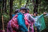 Rando en forêt pour atteindre le village karen