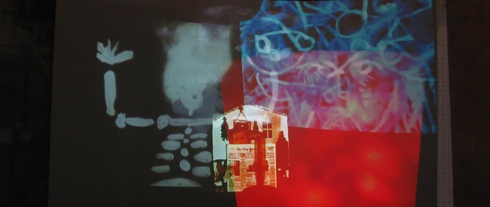 Foto van een installatie tijdens de Biënnale in Venetïe.
