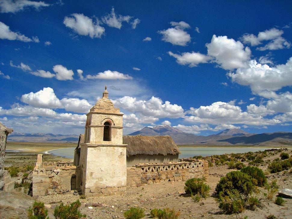 Foto van een kerkje op de Boliviaanse Altiplano.
