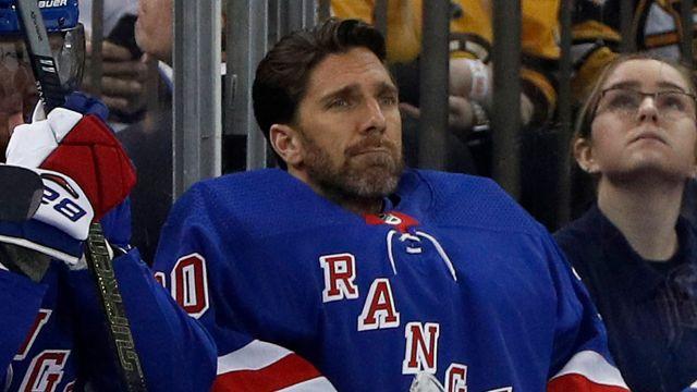 Lundqvist Rangers bench shot