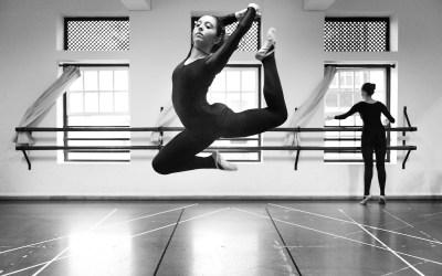 Pintando la danza Reportaje en La Escuela de Danza Maika Lerín, edición César Lucas Abreu