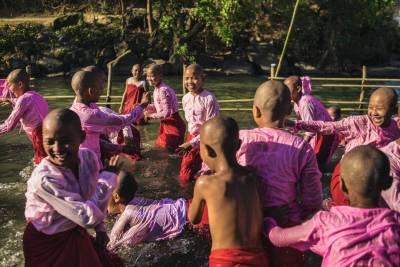 Monjas en Shwe Tet Taw