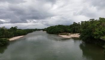 Ríos como el Pescado, en la gráfica. desaparecerán. Foto Edilberto Valencia