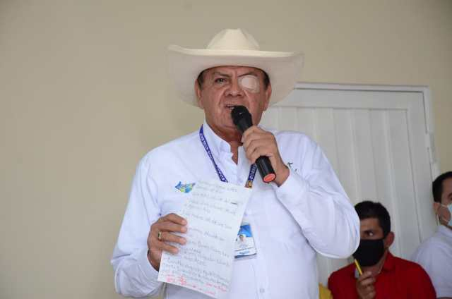 Gobernador Arnulfo Gasca Trujillo, pisó una rama, la rama saltó impactando el ojo izquierdo. Fotografía Marinela Cedeño