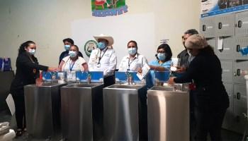 GOBERNADOR ENTREGÓ KITS ESCOLARES Y ELEMENTOS DE BIOSEGURIDAD EN LAS INSTITUCIONES EDUCATIVAS DE BALSILLAS Y GUAYABAL
