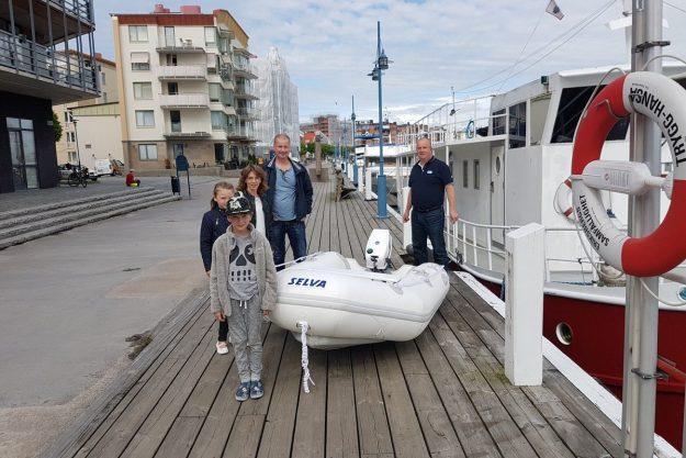Vinnaren av Skattjakten på Båtmässan med båt, motor och familj säsongen 2017