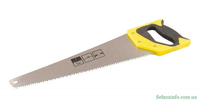 Обрізання дерев столярною ножовкою