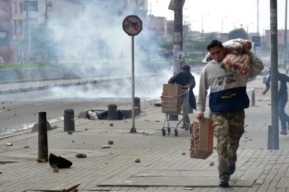 Nueva jornada de protestas y saqueos en Colombia – Semanario Nuestra Gente