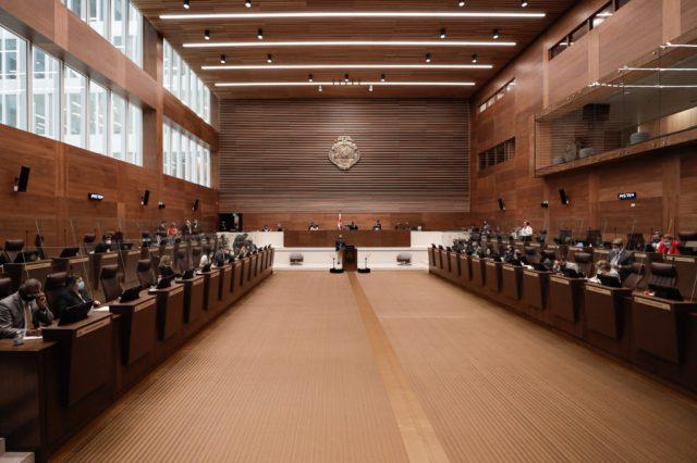 Médico de la Asamblea Legislativa pide aislamiento para diputados por diez  días y teletrabajo de funcionarios por un mes • Semanario Universidad