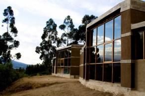 Casa entre muros, Ecuador, Al Borde