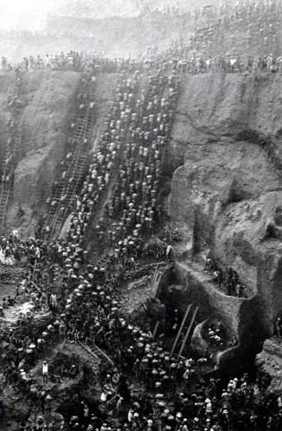 Sebastião Salgado, Trabajadores en la mina de oro de Serra Pelada, Brasil