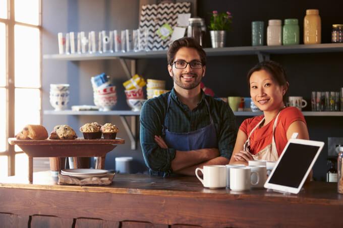 Ser MEI irá mudar em 2018. Conheça as novas regras Registrar-se como microempreendedor individual (MEI) será diferente neste ano em alguns aspectos, como faturamento e categorias permitidas. Veja: