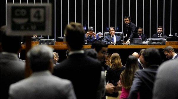 Mudança no pagamento de ISS será votada em junho, diz Rodrigo Maia