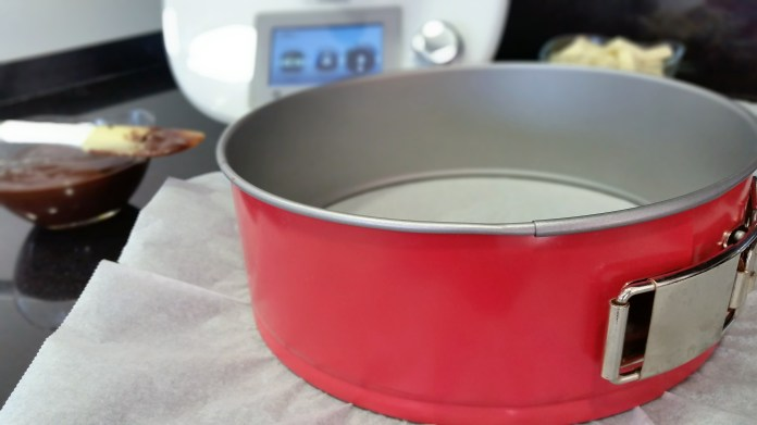 molde desmontable y thermomix de fondo