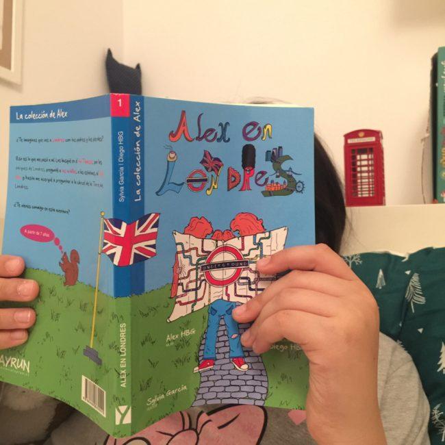 regalar libros de viajes a los niños para motivarles antes de llegar a un destino